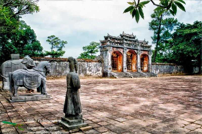 Lăng hoàng đế Minh Mạng  Emperor Minh Mạng tomb Honour courtyard entrance