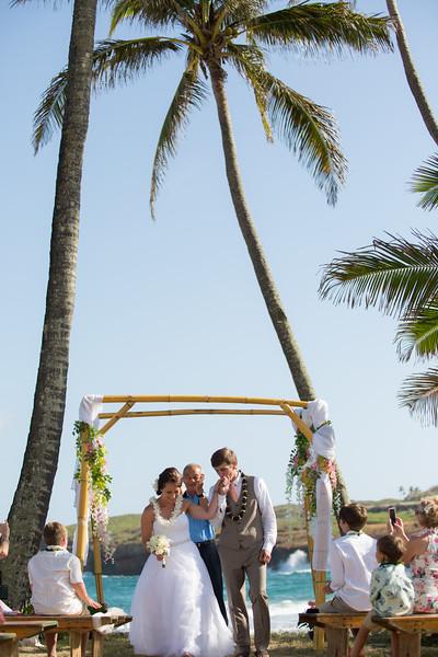 gillin beach kauai wedding-112.jpg