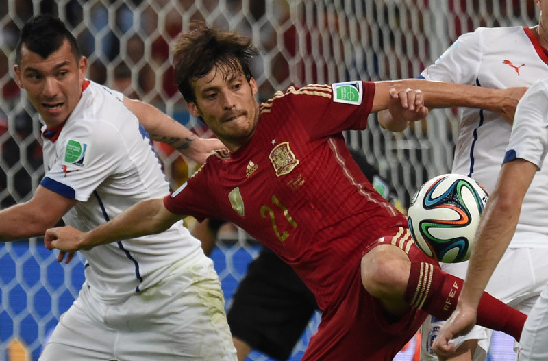 . Spain\'s midfielder David Silva (C) vies for the ball during a Group B football match between Spain and Chile in the Maracana Stadium in Rio de Janeiro during the 2014 FIFA World Cup on June 18, 2014.  (CHRISTOPHE SIMON/AFP/Getty Images)
