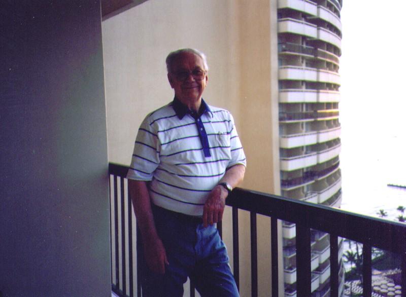 Wayne on the balcony of The Sheraton Waikaiki, April 1997,  928x680.jpg