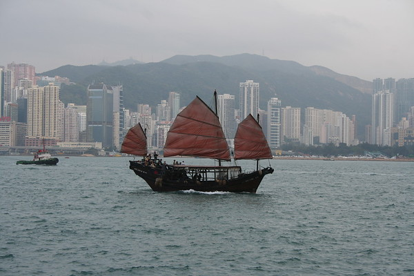 Victoria Harbour on a Thursday afternoon - 1 March 2007