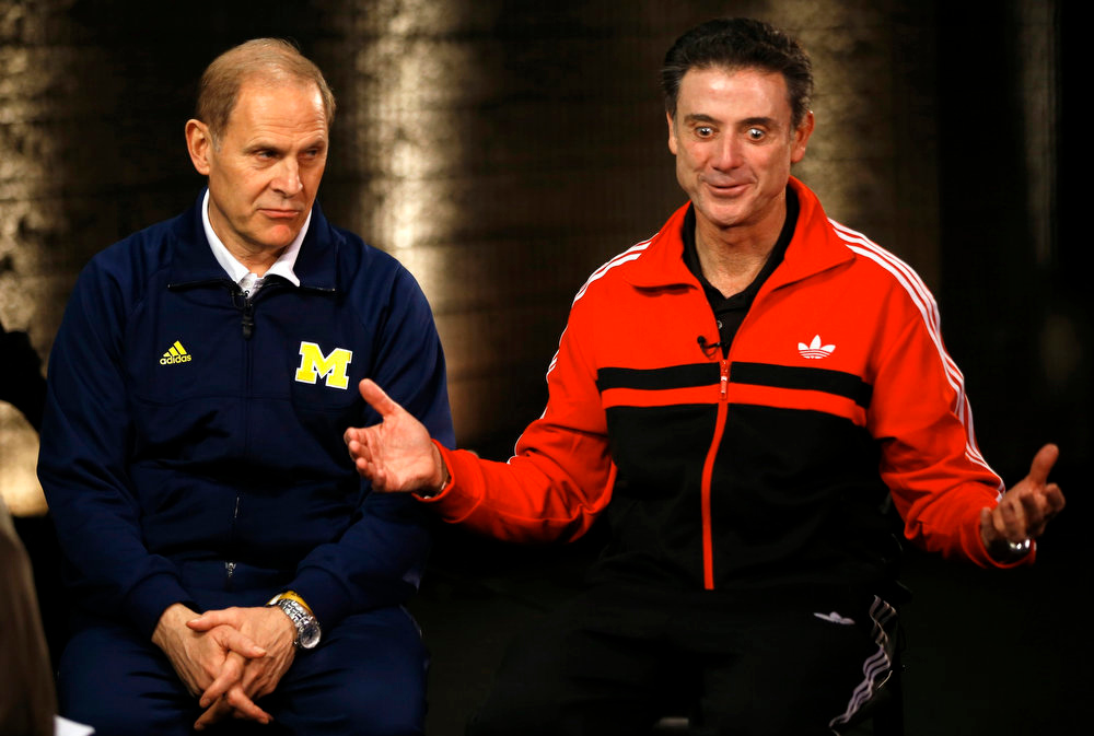 . Louisville Cardinals head coach Rick Pitino (R) sits with Michigan Wolverines head coach John Beilein ahead of the NCAA men\'s Final Four basketball championship in Atlanta, Georgia April 7, 2013.  REUTERS/Jeff Haynes