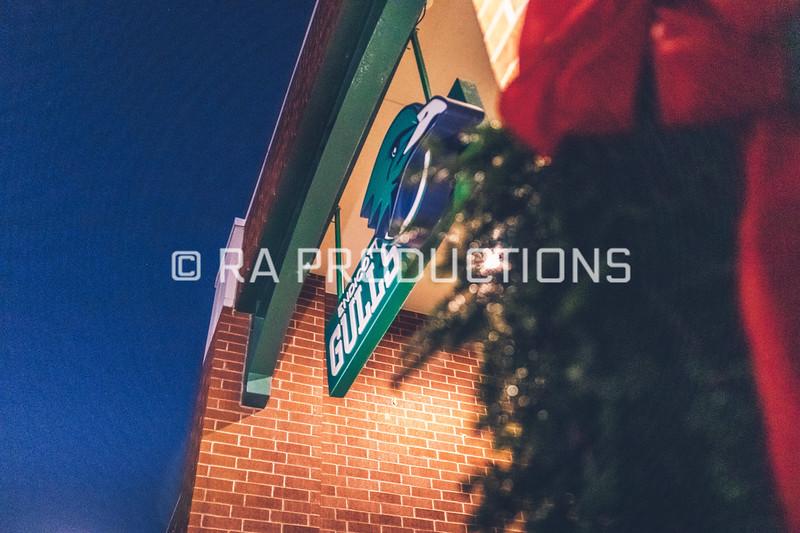 12042018_RAC_Campus-Wreaths-19.jpg