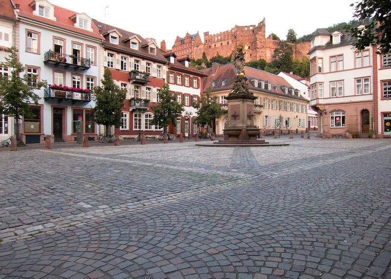 Square below Heidelberg Castle 49.411766, 8.711589