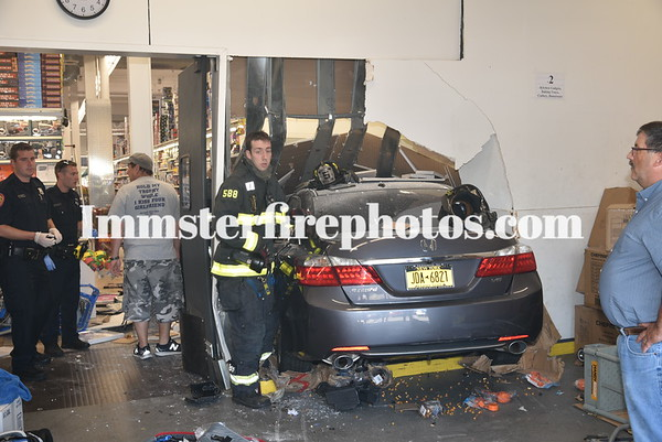 SYOSSET FD CAR INTO BUILDING 8-22-19