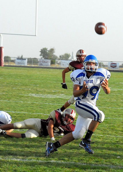 10/4/07 – Sean had another great JV football game today. They played Lone Peak and won 16 to 6. Sean caught a pass and scored the first touchdown of the game. In the 4th quarter PG was third and long when Sean caught this pass, got a first down and some long yardage.