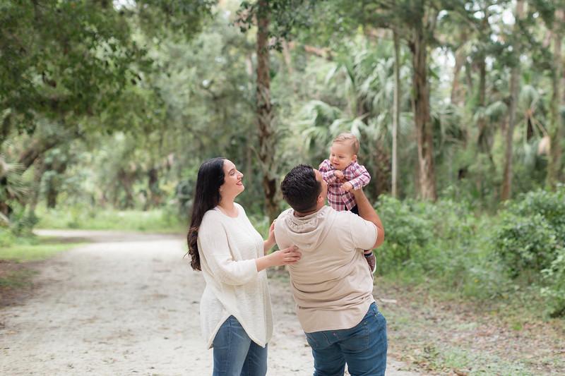 Holiday Minis- Acosta Family-44.jpg