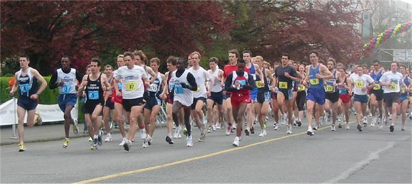 2003 Times-Colonist 10K - The field spreads out after 100 yards