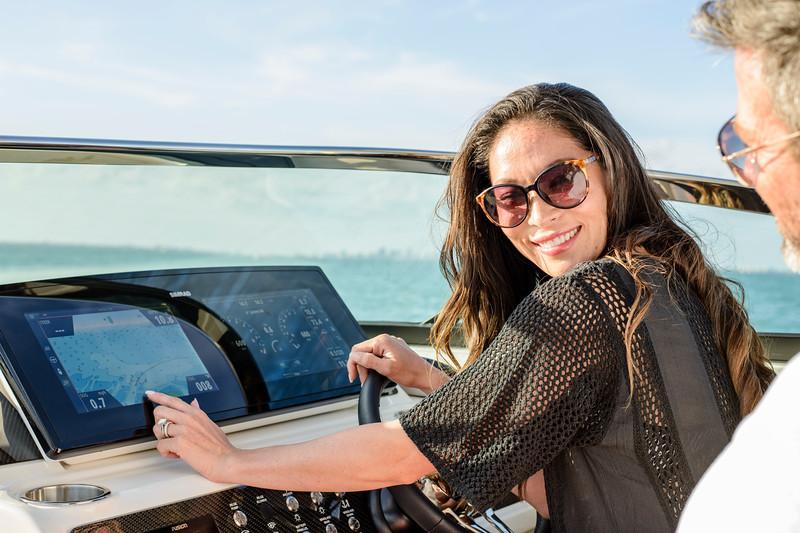 2020-SLX-R-310-outboard-lifestyle-35.jpg
