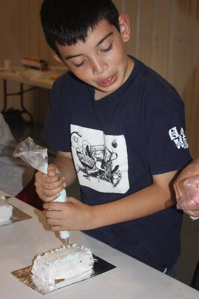 Mid-Week Adventures - Cake Decorating -  6-8-2011 115.JPG