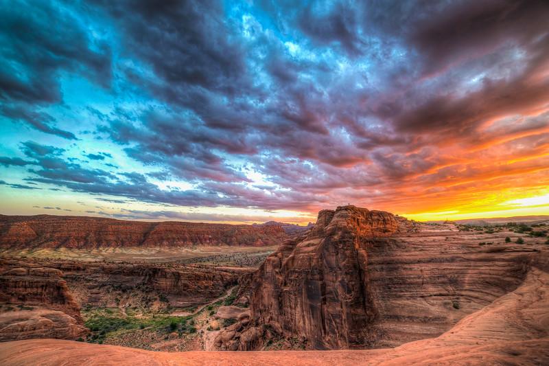 Utah_88_89_90_tonemapped20140618epicsunset.jpg