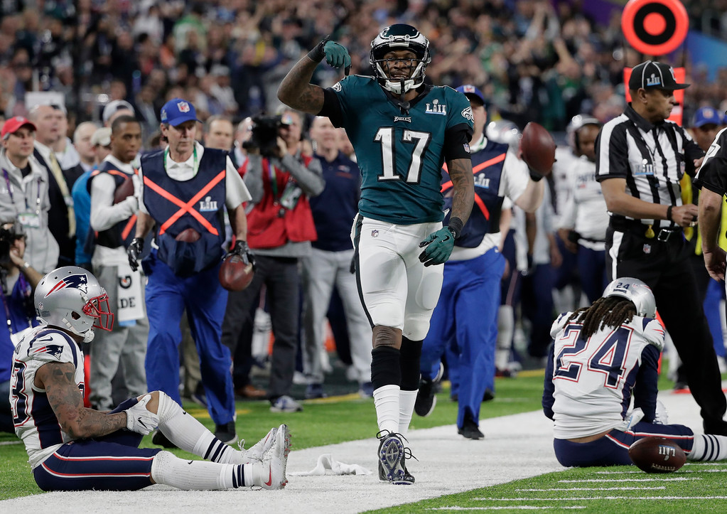 . Philadelphia Eagles wide receiver Alshon Jeffery (17) celebrates after making a pass reception, during the first half of the NFL Super Bowl 52 football game against the New England Patriots Sunday, Feb. 4, 2018, in Minneapolis. New England Patriots cornerback Stephon Gilmore (24) is seen at right. (AP Photo/Tony Gutierrez)