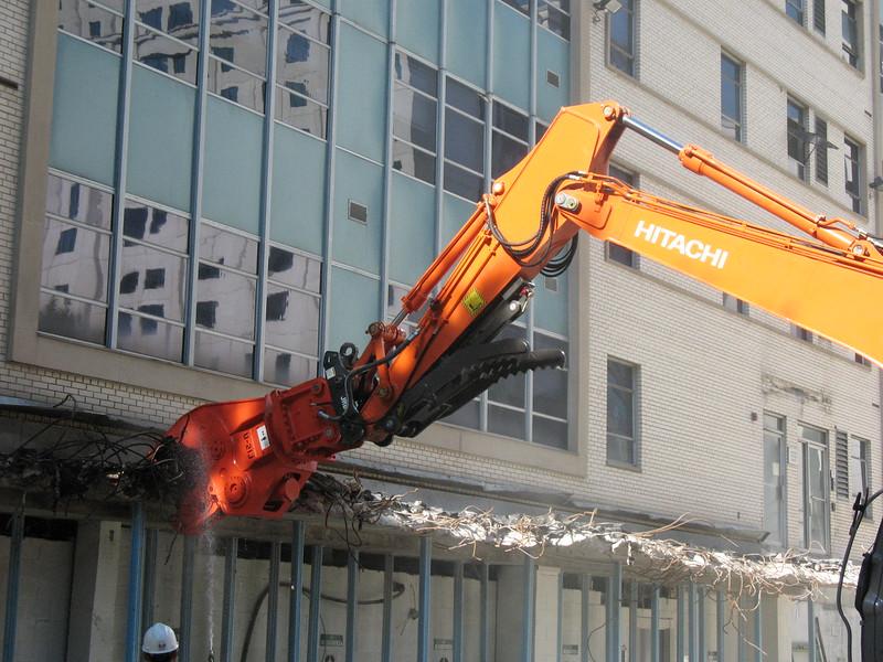 NPK U21JR concrete pulverizer on Hitachi excavator-commercial demolition (24).JPG
