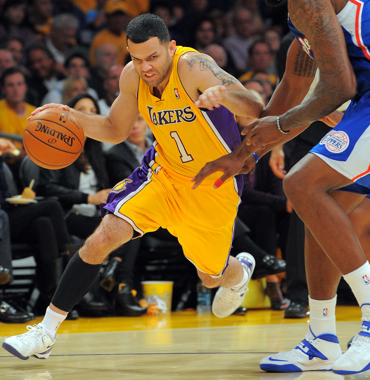 . Lakers Jordan Farmar drives to the baseline and into the Clippers defense in the NBA season opener between the Lakers and Clippers at Staples Center in Los Angeles, CA on Tuesday, October 29, 2013.  (Photo by Scott Varley, Daily Breeze)