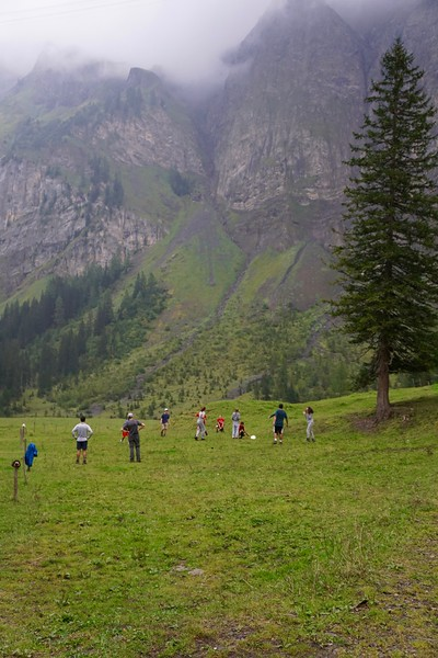 Playing ultimate frisbee at Iffigenalp