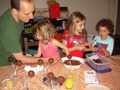 Making cake pops 31.7.12
