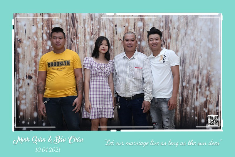 QC-wedding-instant-print-photobooth-Chup-hinh-lay-lien-in-anh-lay-ngay-Tiec-cuoi-WefieBox-Photobooth-Vietnam-cho-thue-photo-booth-035.jpg