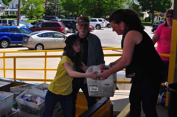 05-13-17 NEWS Defiance Post Office Food Drive