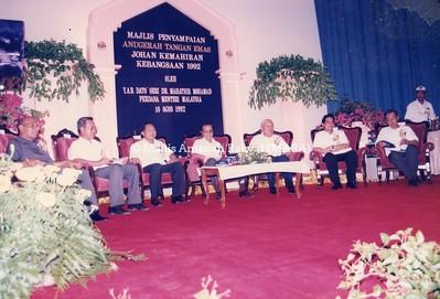1992 - MAJLIS PENYAMPAIAN ANUGERAH TANGAN EMAS