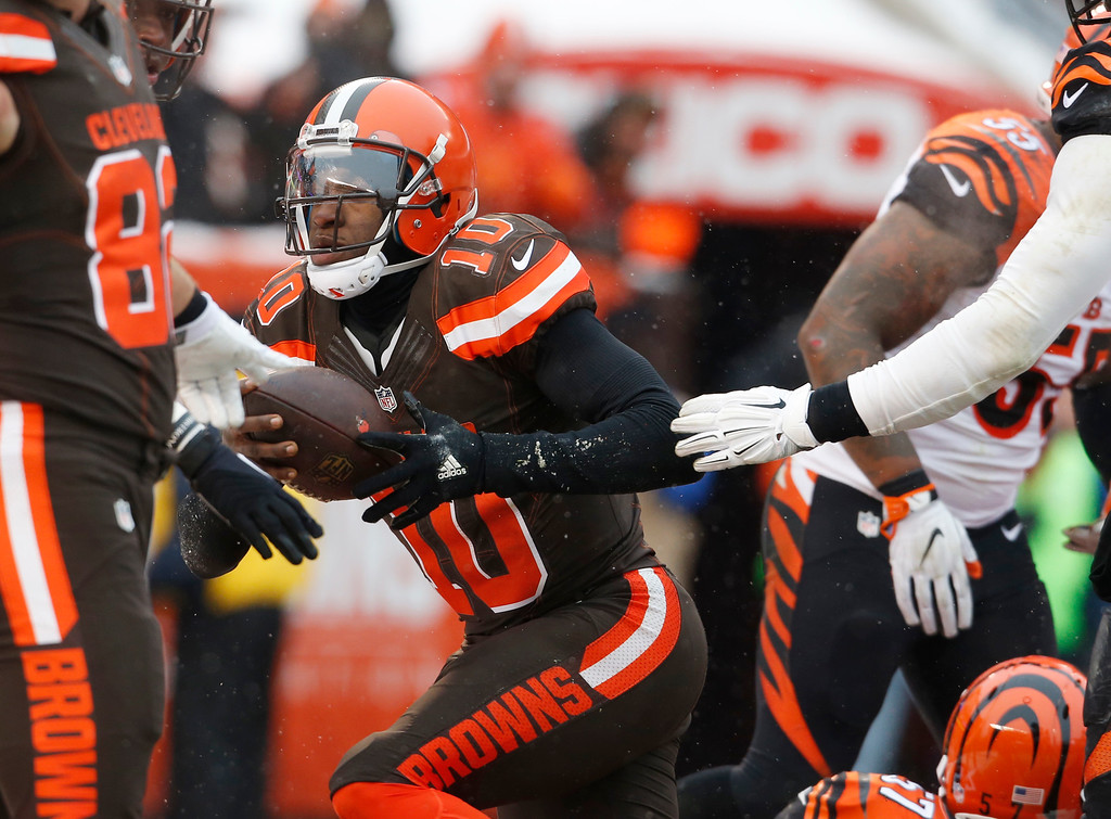 . Cleveland Browns quarterback Robert Griffin III runs in for a one yard touchdown in the second half of an NFL football game against the Cincinnati Bengals, Sunday, Dec. 11, 2016, in Cleveland. (AP Photo/Ron Schwane)