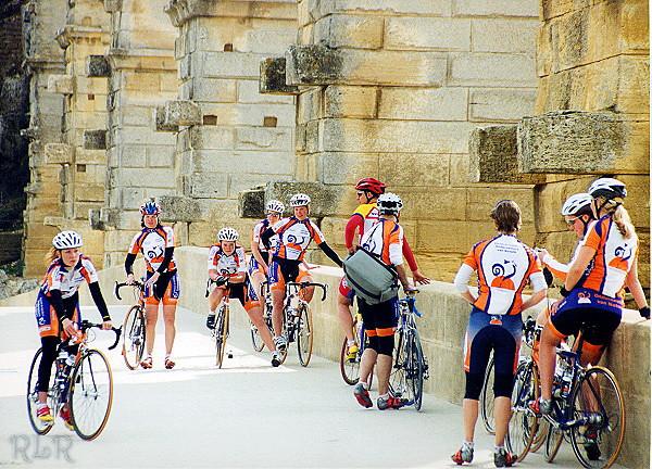 Bicycles Pont Du Gard (33906761).JPG