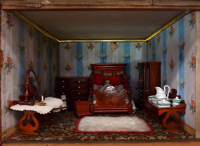 London Museum of Childhood - Dollhouses