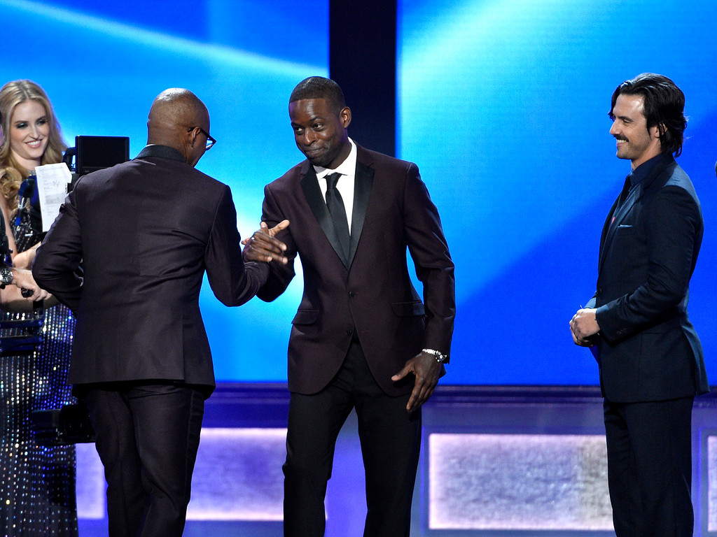 """. Sterling K. Brown, center, and Milo Ventimiglia, right, present Courtney B. Vance with the award for best actor in a movie made for television or limited series for \""""The People v. O.J. Simpson\"""" at the 22nd annual Critics\' Choice Awards at the Barker Hangar on Sunday, Dec. 11, 2016, in Santa Monica, Calif. (Photo by Chris Pizzello/Invision/AP)"""