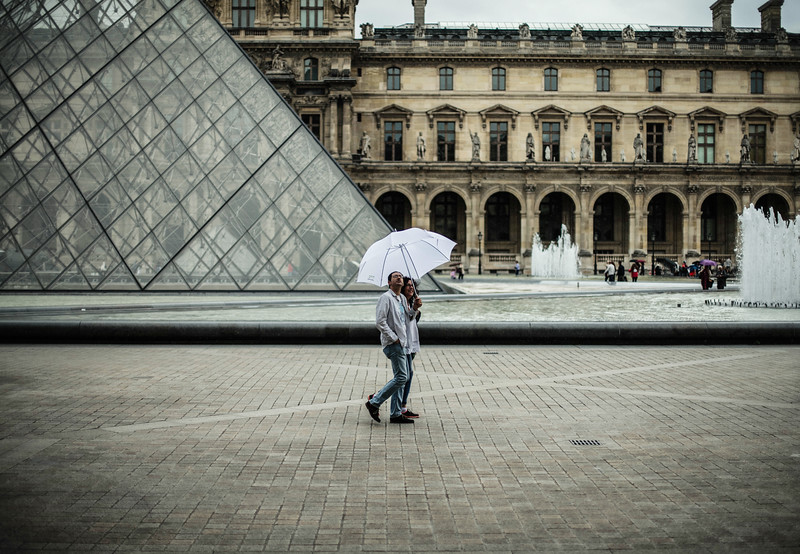louvre umbrella couple.jpg