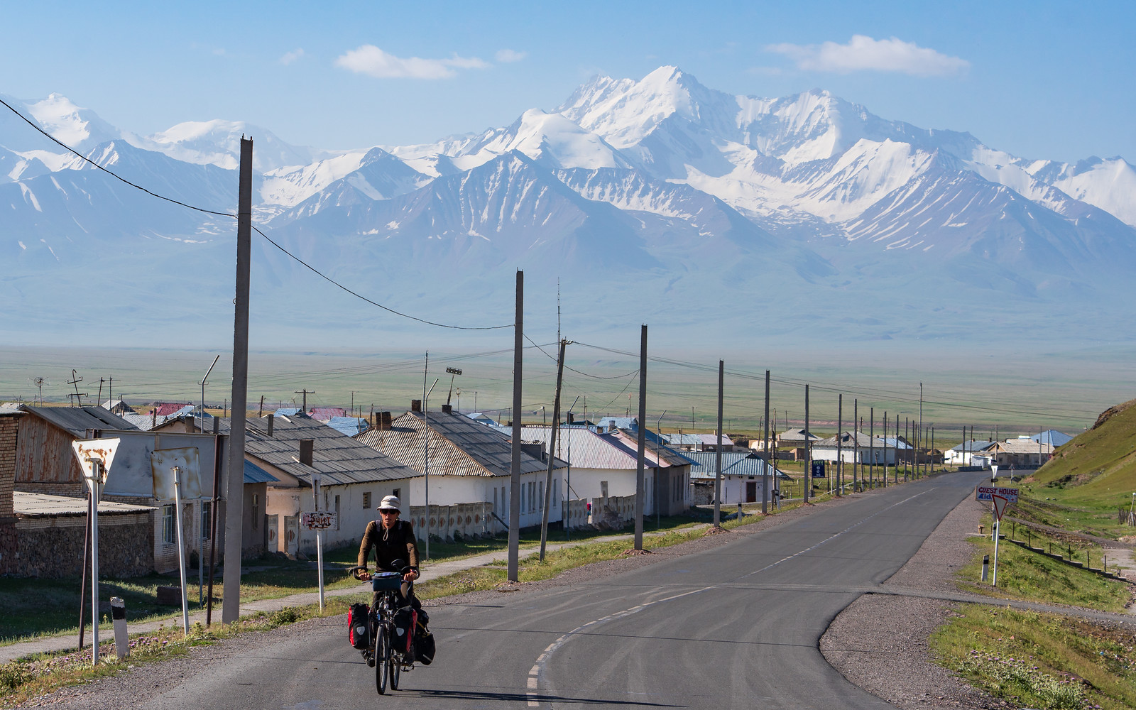 Cycling between mountains