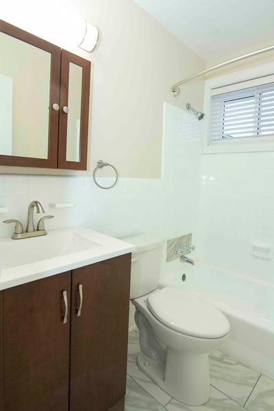 upstairs bath_MG_2760 for web.jpg