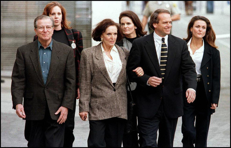 . Lou Brown (L), Juditha Brown, (C) holding lawyer John Kelly\'s arm, arrive at the courthouse 10 January in Santa Monica, California along with their three daughters: (L-R, rear) Tanya, Denise and Dominique for the final phase of the wrongful death civil suit against OJ Simpson for the deaths of Ron Goldman and Nicole Brown Simpson. The civil jury ordered Simpson to pay 25 miilion USD in punitive damages. AFP PHOTO/Vince BUCCI (Photo credit should read Vince Bucci/AFP/Getty Images)