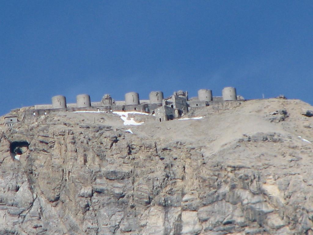 Forte Chaberton 3050 m hoog. Niet de leukste kazernering...