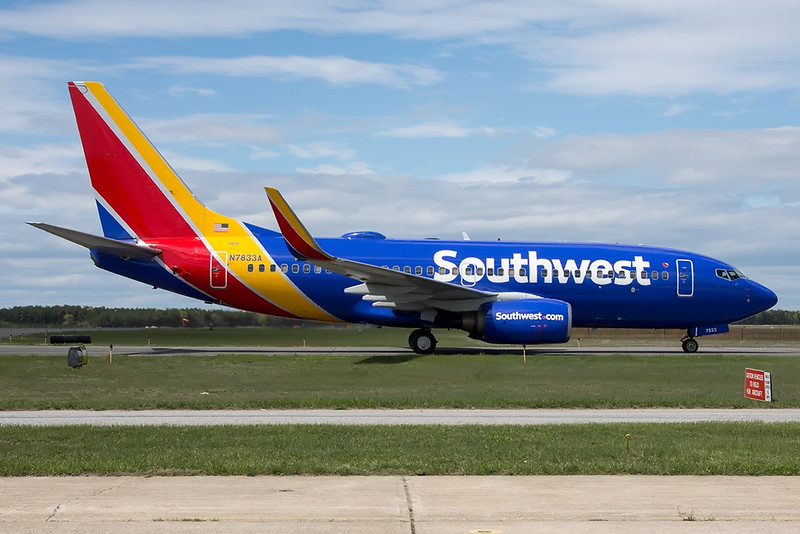 Southwest_01_ISP_08May2017_Taxi_N7833A_24-120mm.jpg
