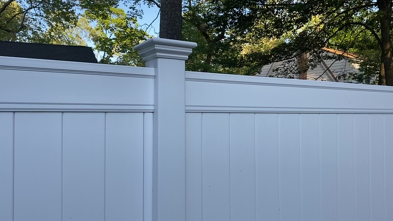 Lowes Emblem 6 foot vinyl fence with LMT caps