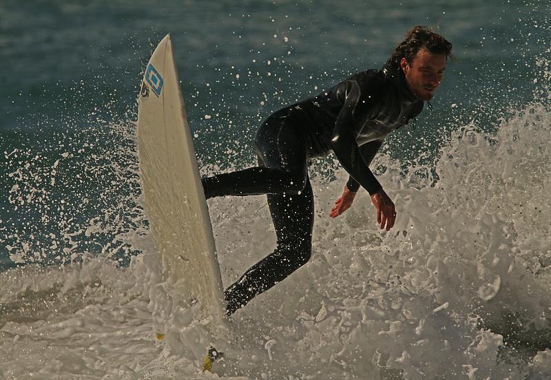surferfrothywaveB1600.jpg