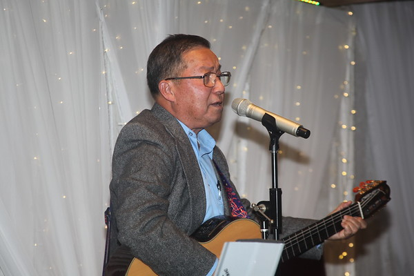 Tung's singing at Oanh's Birthday