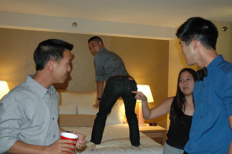 Hawaii - Friends Hotel Party-20.JPG