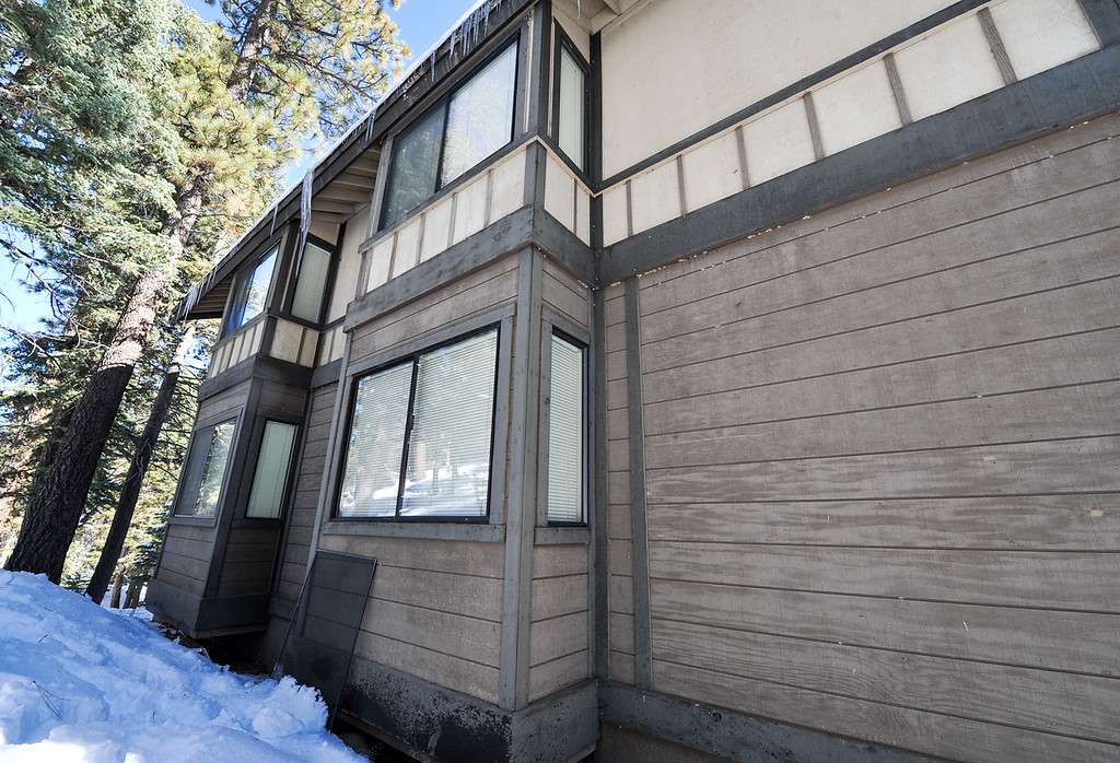 . A screen is detatched from condo\'s window where fugitive ex-cop Christopher Dorner allegedly stayed for an unknown during while multiple law enforcement agencies searched the mountain area in Big Bear on Wednesday, Feb. 13, 2013. The Sheriff\'s command post near Bear Mountain Resort was established directly across the street from the Club View Drive condo. (Rachel Luna / Staff Photographer)