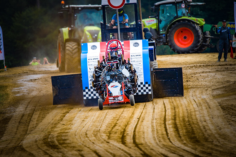 Tractor Pulling 2015-02374.jpg