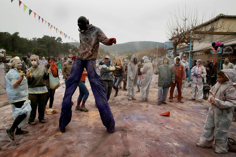 ". Revellers celebrate ""Ash Monday\"" by participating in a colourful \""flour war\"", a traditional festivity marking the end of the carnival season and the start of the 40-day Lent period until the Orthodox Easter,in the port town of Galaxidi, some 215 km (134 miles) north west of Athens, March 18, 2013. The revellers \""fight\"" by throwing coloured flour, charcoal dust and powder painting until they essentially run out of supplies.   REUTERS/Yannis Behrakis (GREECE - Tags: SOCIETY)"