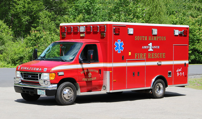 Ambulance 1   2005 Ford / PL Custom.  Ex Exeter, NH