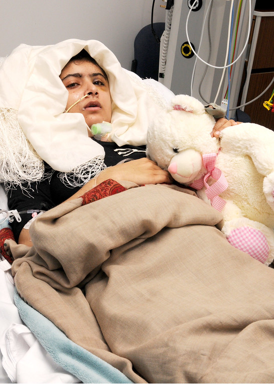 . This handout picture received from the Queen Elizabeth Hospital/University Hospitals in Birmingham on October 19, 2012, shows Pakistani schoolgirl Malala Yousafzai lying in her bed after receiving treatment at the hospital.       AFP PHOTO/Queen Elizabeth Hospital/University Hospitals Birmingham