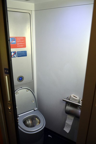 DSC_0242-railjet-toilet.JPG