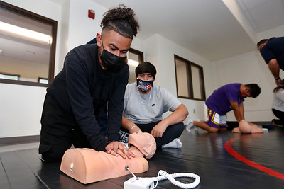 Fire Department trains Austin High students on CPR