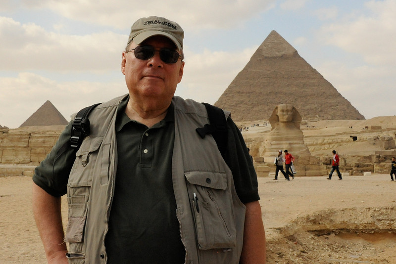 Ellis Mirsky at the Giza Plateau in front of the Great Sphinx, the Pyramid of Khafre (son of Khufu, right) and the Pyramid of Menkaure (aka Mycerinus; son of Khafre; left, southernmost)._D7C8116