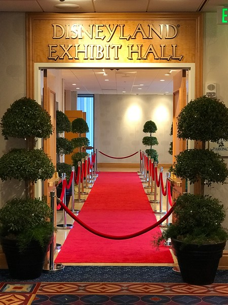 CHOC Event.3 Ball Topiary w.Lights.JPG