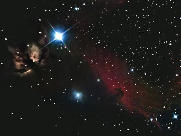 Komplex mlhovin kolem hvězdy Alnitak v Orionu. Vlevo nahoře (nalevo od Alnitaku) mlhovina Plamínek NGC2024, vpravo uhlopříčně emisní mlhovina IC434, proti které kontrastuje temná mlhovina Barnard 33 Koňská hlava. Dole namodralá reflexní mlhovina NGC2023. Celkově asi 2 hodiny expozice, ale kvůli velmi silnému světelnému znečištění bylo třeba hodně radikálního zpracování a proto je bohužel výsledek takový, jaký je. Ale i tak - je to zkrátka můj první skutečný snímek Koňské hlavy.
