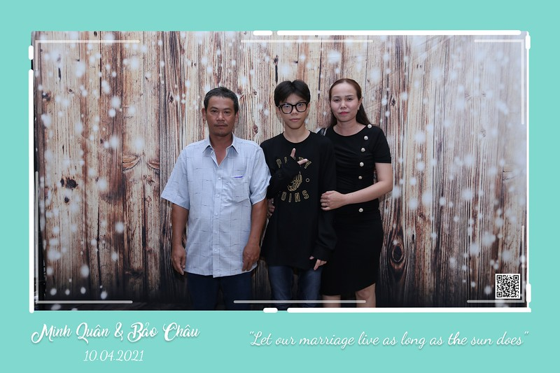 QC-wedding-instant-print-photobooth-Chup-hinh-lay-lien-in-anh-lay-ngay-Tiec-cuoi-WefieBox-Photobooth-Vietnam-cho-thue-photo-booth-039.jpg