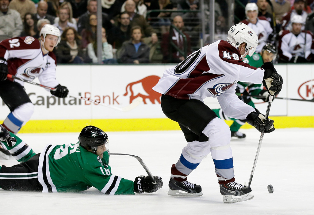 . Dallas Stars\' Ryan Garbutt (16) is unable to stop Colorado Avalanche\'s Alex Tanguay (40) from advancing with the puck at mid-ice during the first period of an NHL hockey game, Monday, Jan. 27, 2014, in Dallas. (AP Photo/Tony Gutierrez)