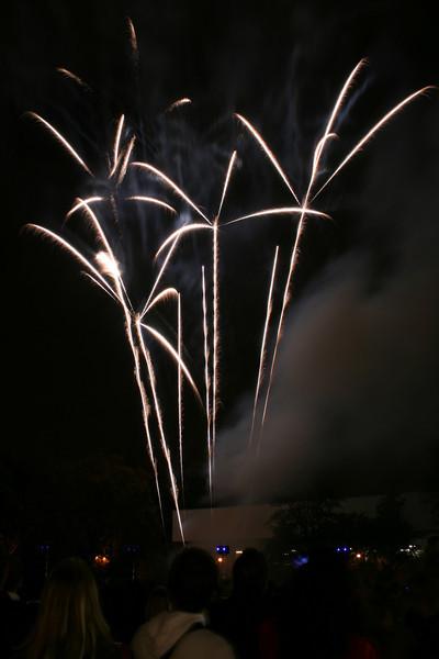 2007_1102putneyfireworks155_edited-1.JPG